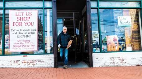 Book Revue co-owner Robert Klein leaves the Huntington