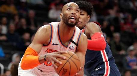 Taj Gibson playing for Knicks on March 10,