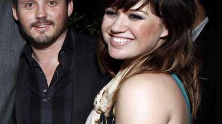 Kelly clarkson and Brandon Blackstock. (Getty Images)