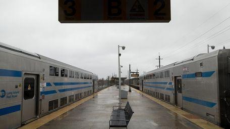 An empty platform at the Babylon LIRR station