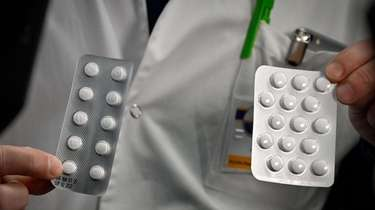 Packets of tablets that contain chloroquine and hydroxychloroquine.