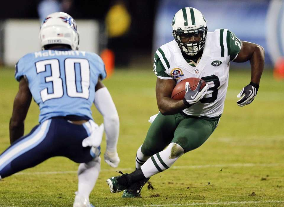 Shonn Greene tries to get past Tennessee Titans