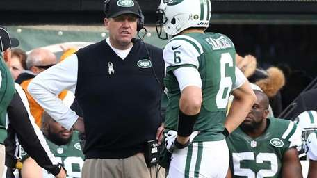 Jets head coach Rex Ryan talks with quarterback