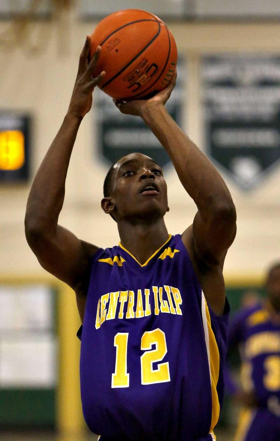 Central Islip's Tim McKenzie lines up a foul