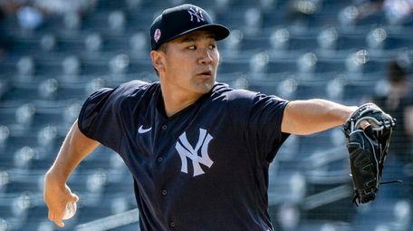 Yankees pitcher Masahiro Tanaka throws during spring training