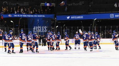 New York Islanders players celebrate their 2-1 win