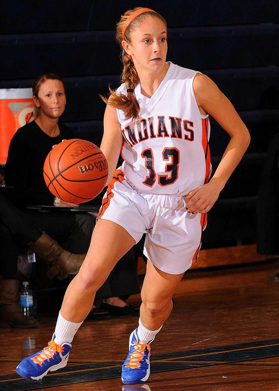 Manhasset's Maddie Molinari looks to make a pass