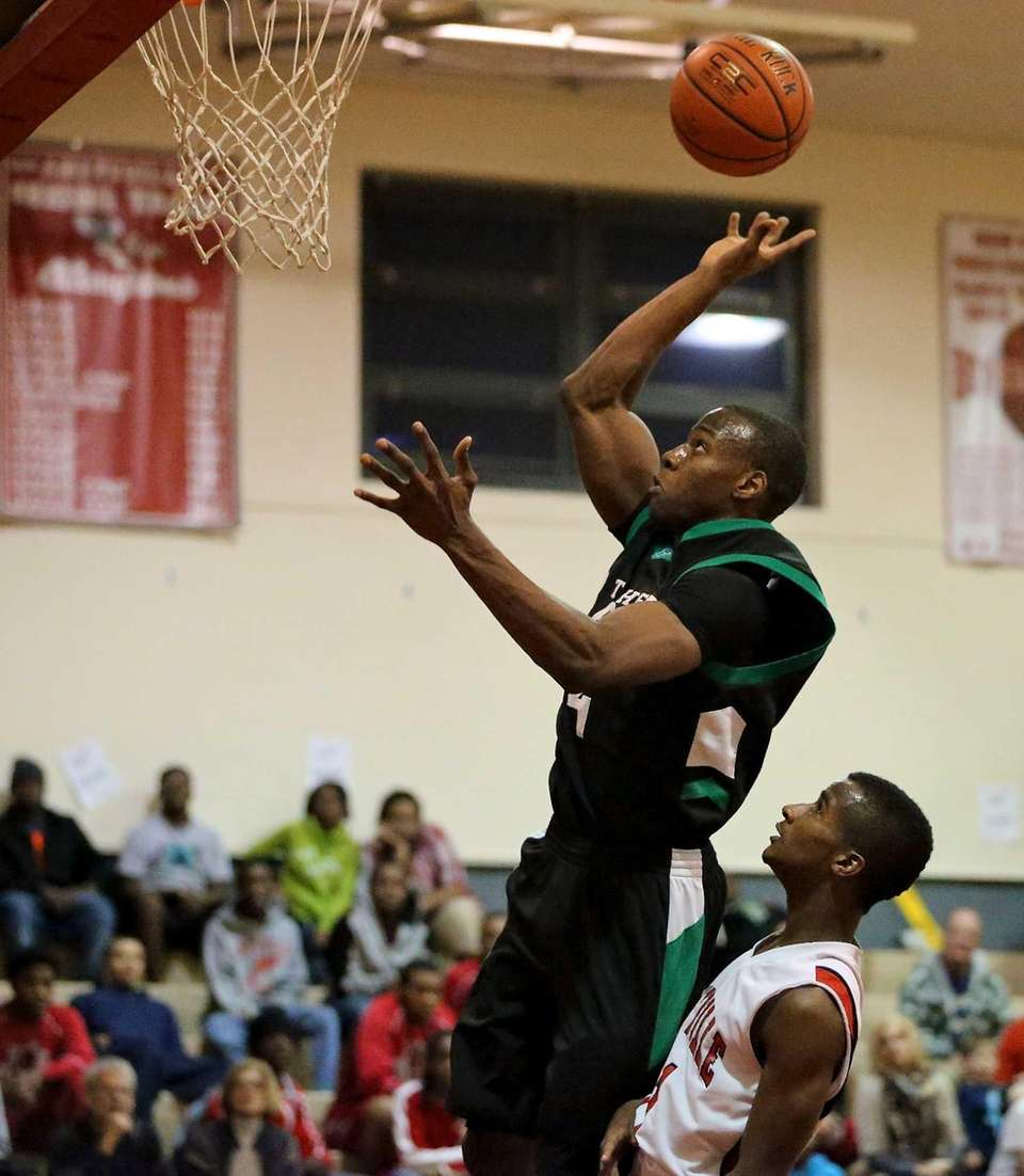 Farmingdale's Dalique Mingo goes up for a shot