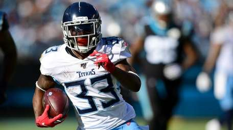 Dion Lewis of the Tennessee Titans against the