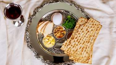 A traditional pesah plate to celebrate the Jewish