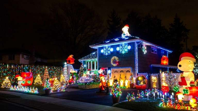 Snoopys Christmas.Holiday Lights Power Up In Wake Of Sandy Newsday