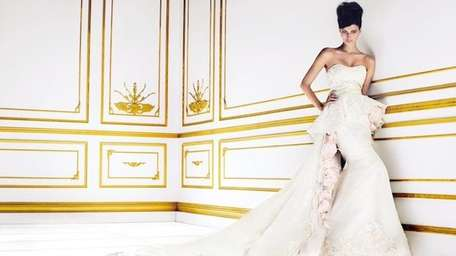 Bridal Reflections is hosting a Simone Carvalli trunk