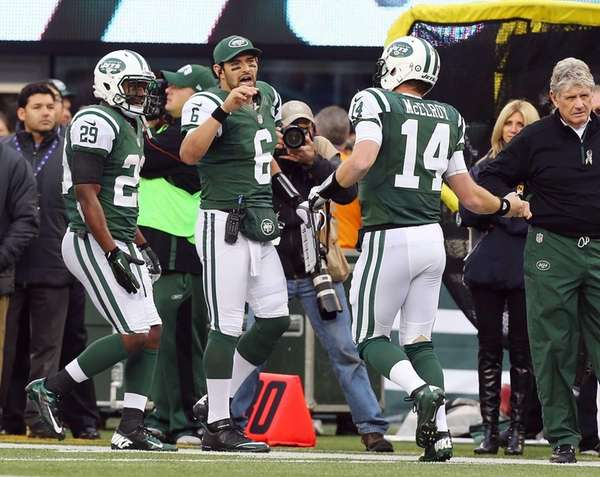 Greg McElroy celebrates his fourth-quarter touchdown pass during
