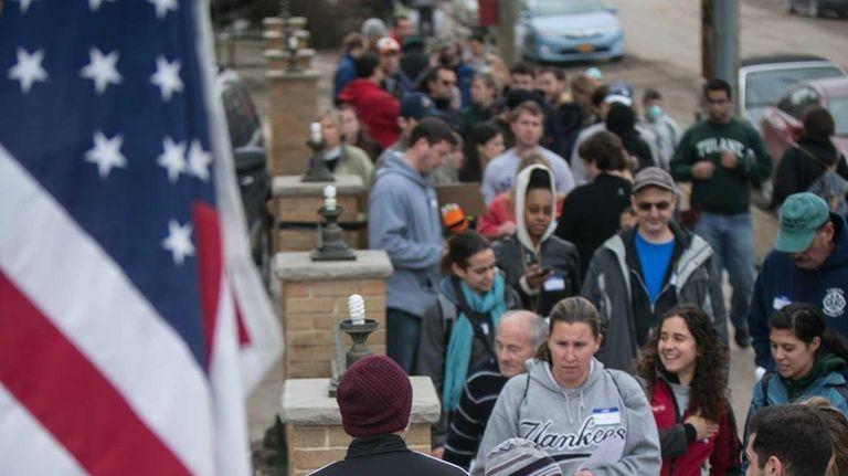 After superstorm Sandy wreaked havoc, volunteers line up