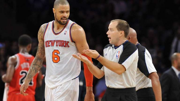 Tyson Chandler talks to referee John Goble during