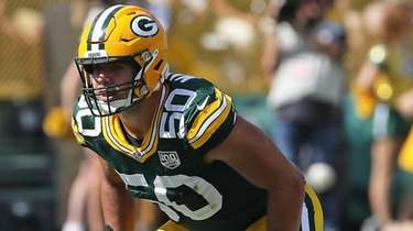 Blake Martinez of the Packers awaits the snap