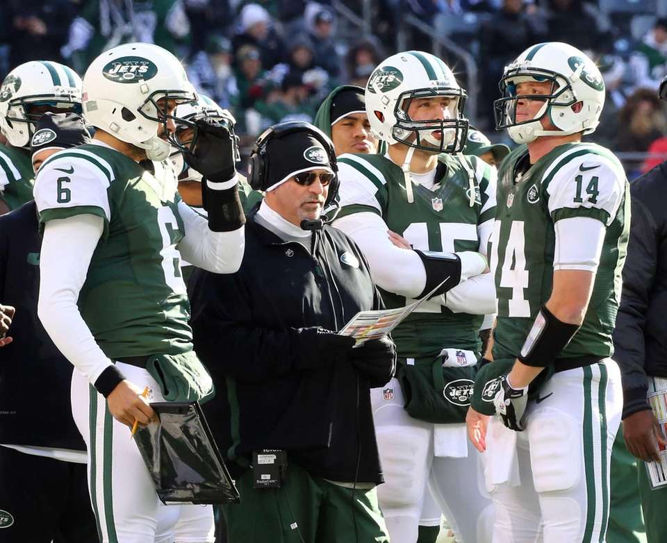 Tim Tebow (15), offensive coordinator Tony Sparano, Greg