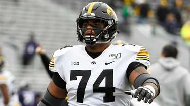 Iowa offensive lineman Tristan Wirfs warms ups before