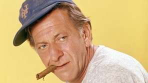 "Jack Klugman as Oscar Madison in ""The Odd"