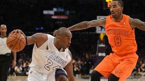 Kobe Bryant (L) of the Los Angeles Lakers