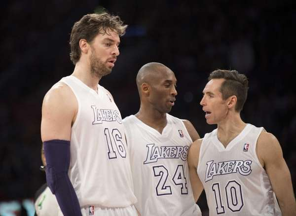 Los Angeles Lakers Paul Gasol (L), Kobe Bryant