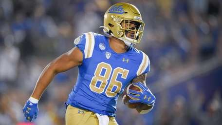 UCLA tight end Devin Asiasi catches a