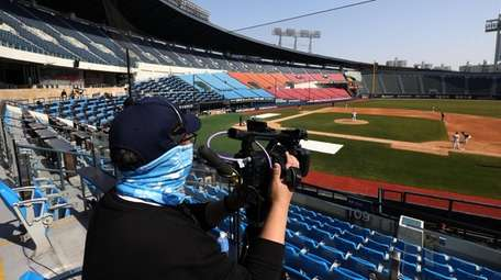 Employees of LG Twins broadcast their intra-team game