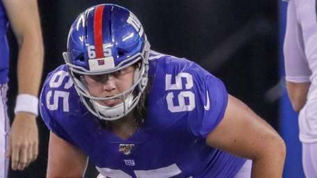 Giants offensive lineman Nick Gates lines up during