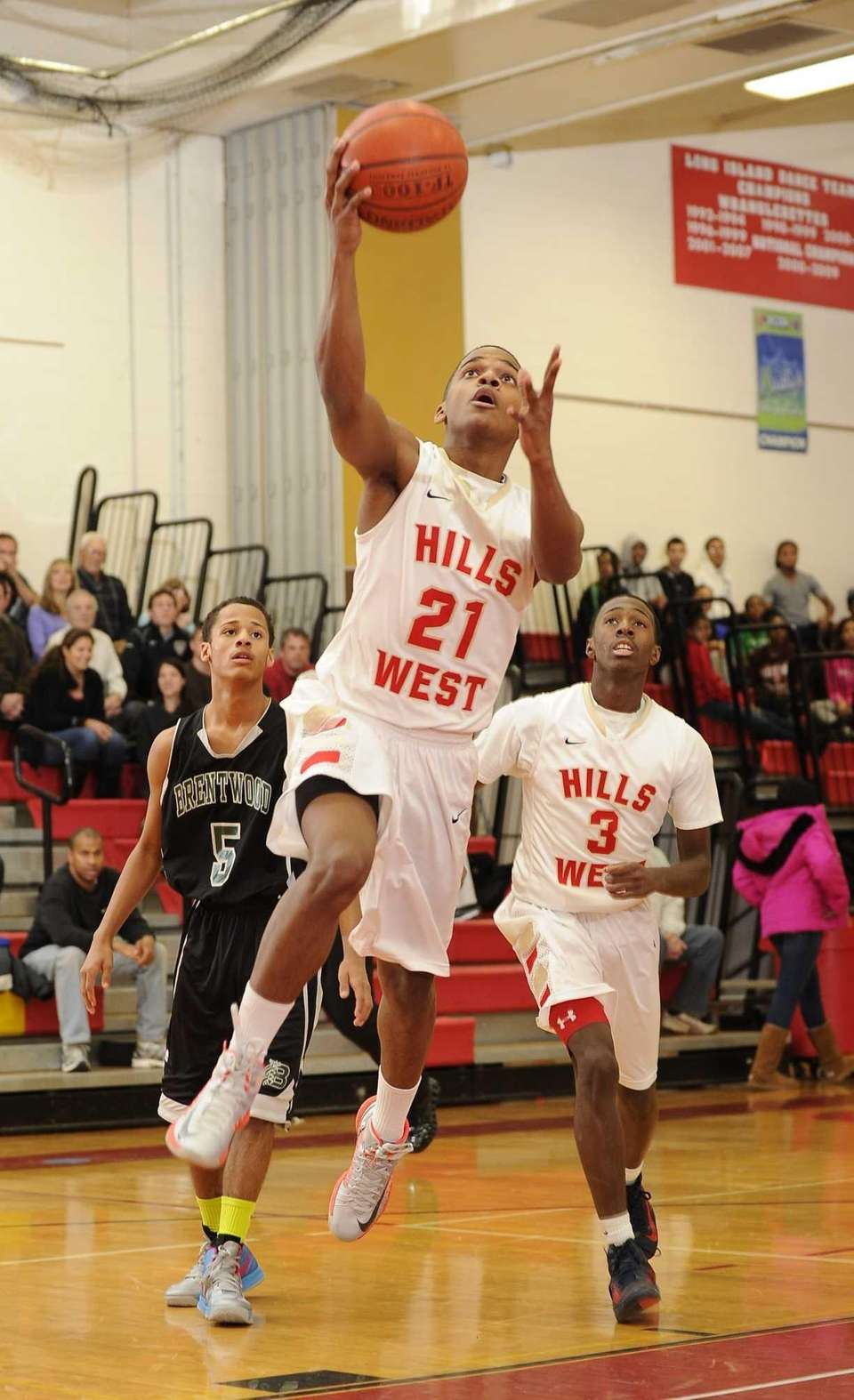 Half Hollow Hills West guard Jamir Blackman shoots
