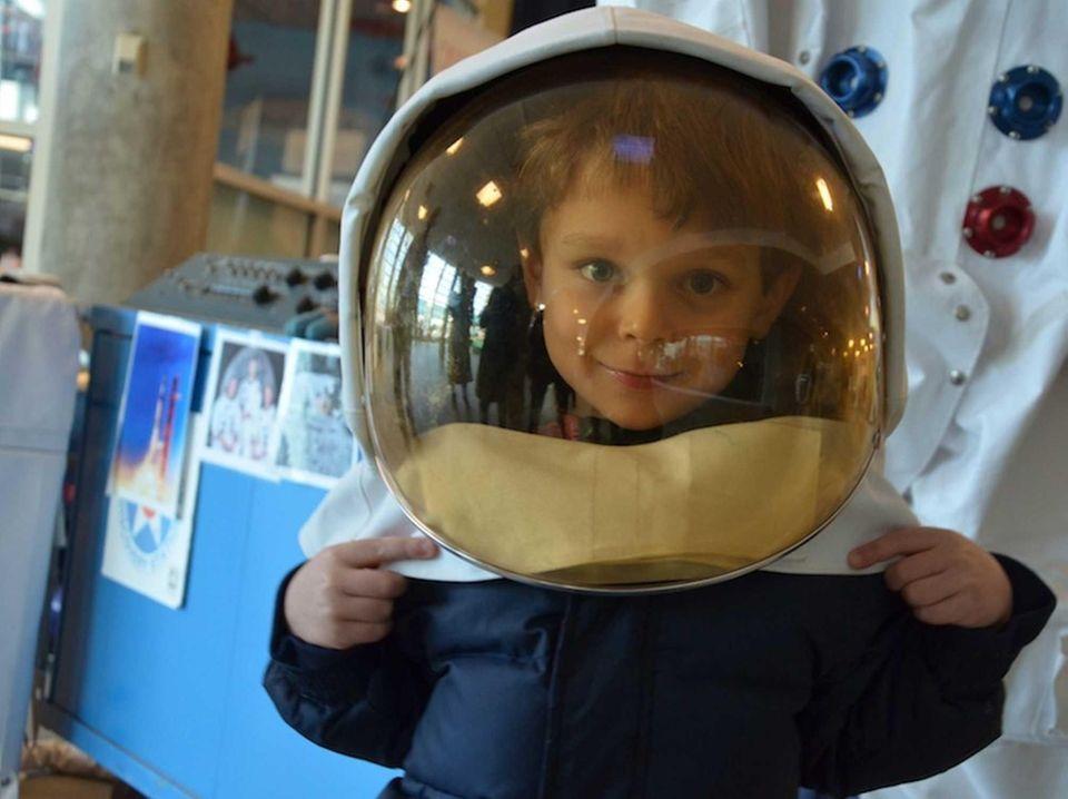 Liam Gerba, 4, of Delray Beach, Fla., tries