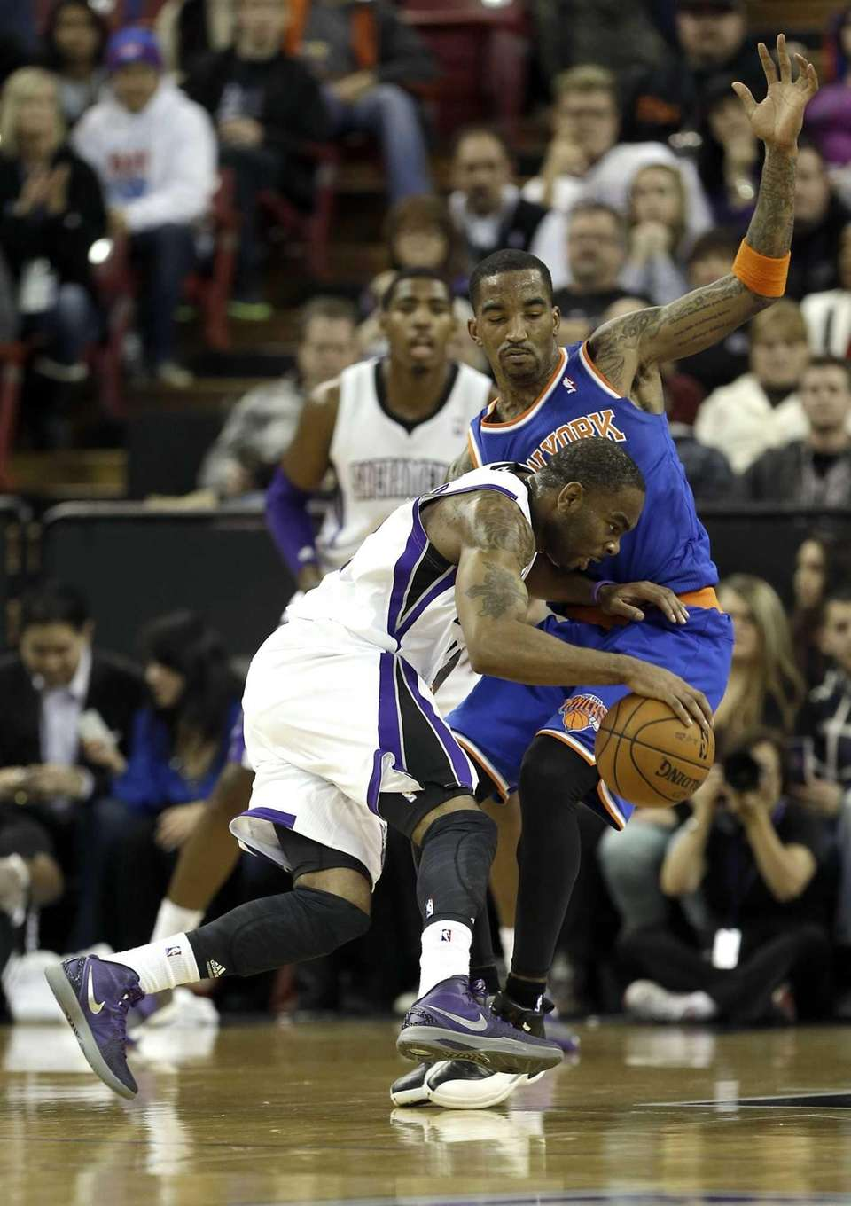 Sacramento Kings guard Marcus Thornton, left, tries to