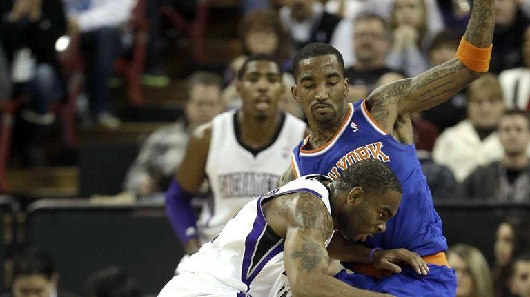 Sacramento Kings guard Marcus Thornton, left, tries to