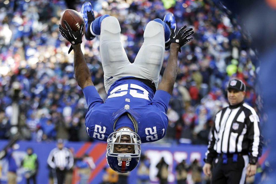 Giants running back David Wilson flips while celebrating