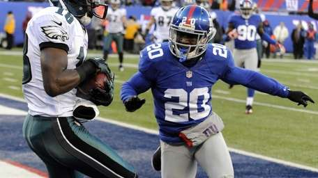 Philadelphia Eagles wide receiver Jeremy Maclin catches a