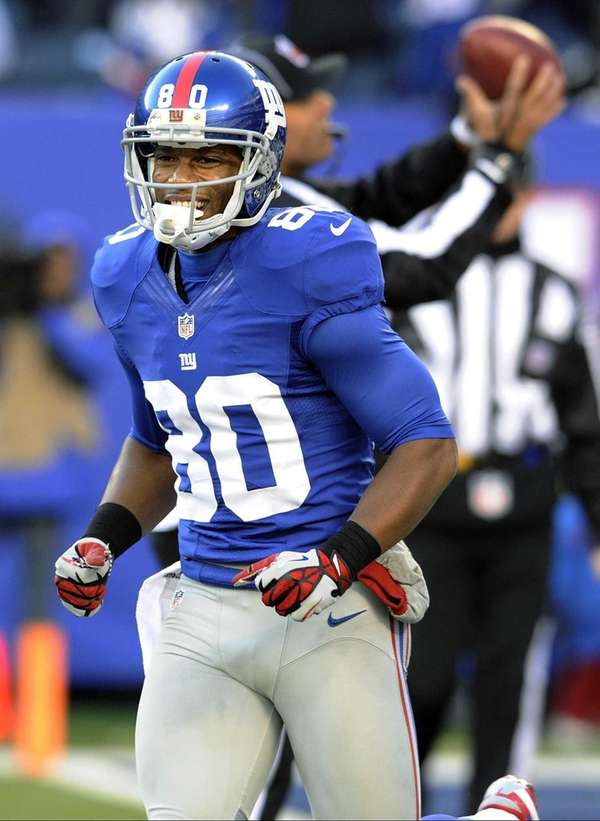 Giants wide receiver Victor Cruz celebrates after catching