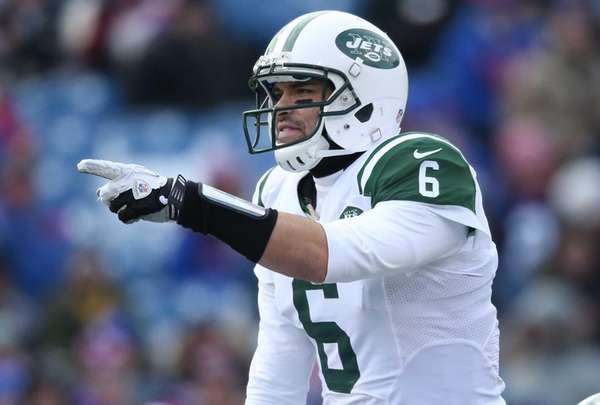 Mark Sanchez of the Jets calls an audible