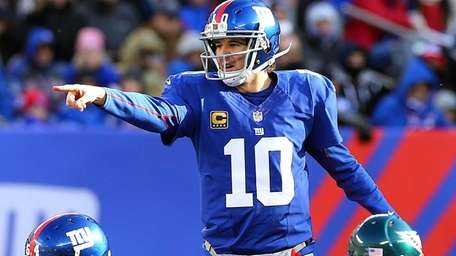 Eli Manning directs his offense against the Philadelphia