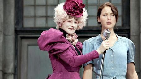 Effie Trinket (Elizabeth Banks, left) and Katniss Everdeen