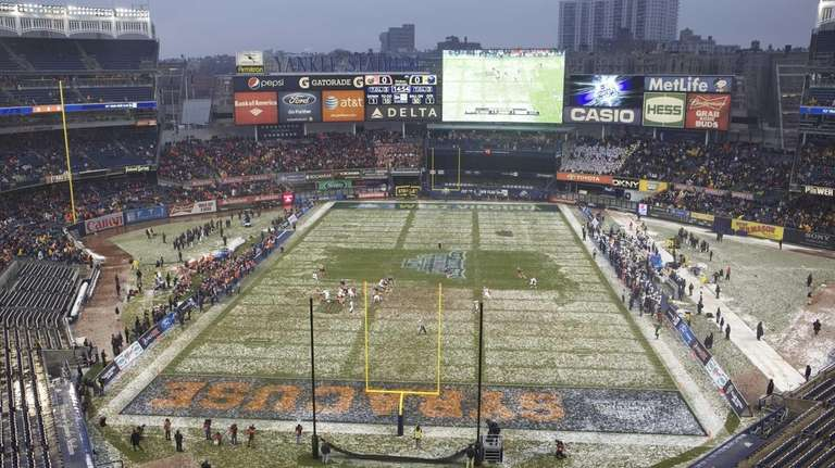 Syracuse played West Virginia in the Pinstripe Bowl