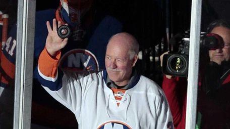 Former Islanders goalie Billy Smith leads the Islanders