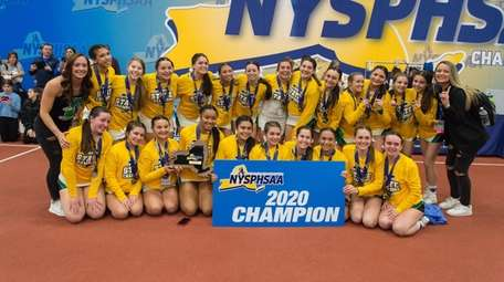 Picture of the Farmingdale cheerleading team after competing