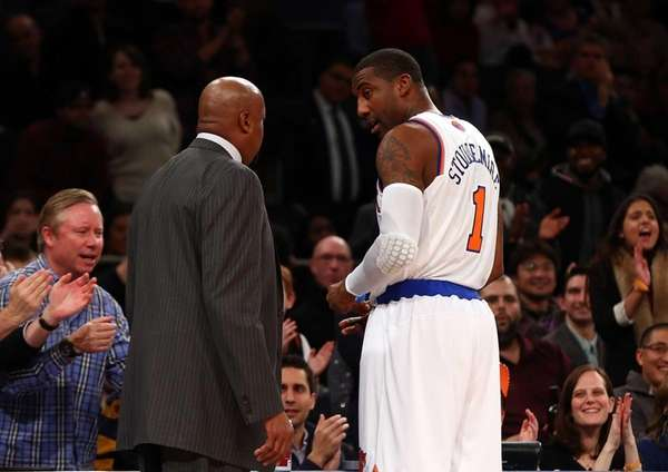 Amar'e Stoudemire talks with Mike Woodson moments before
