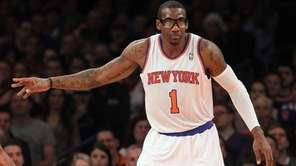 Amar'e Stoudemire gets set for a play during