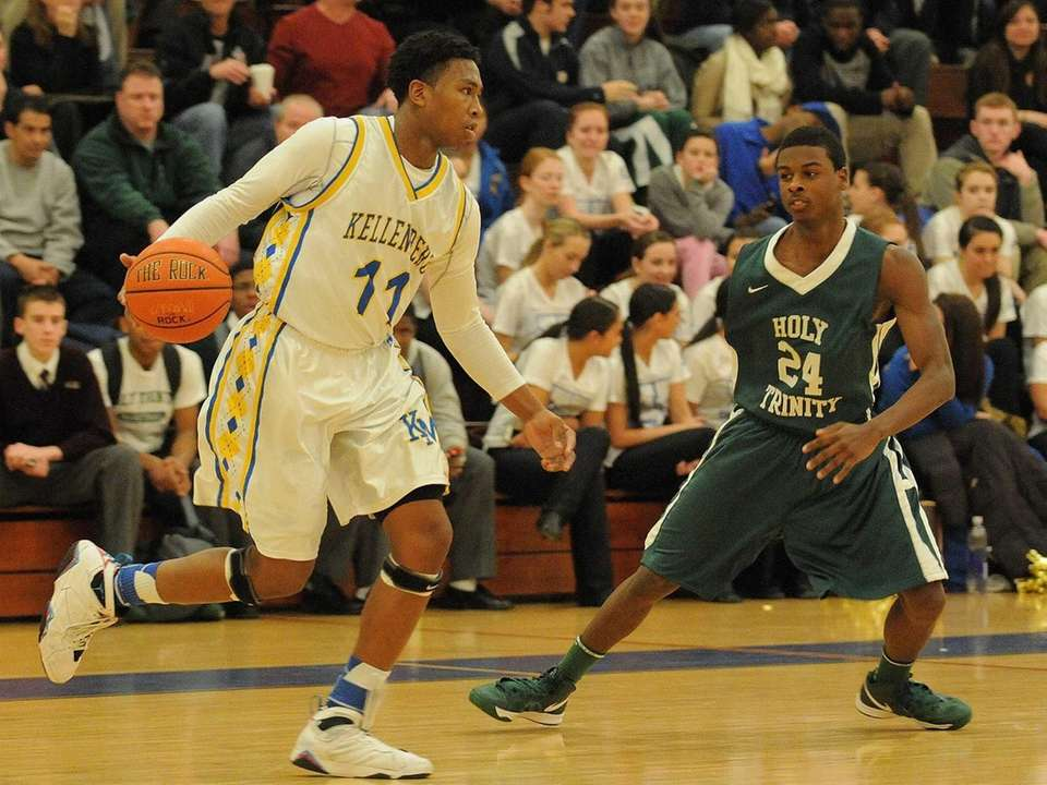 Kellenberg's Jeremy Arthur, left, is guarded by Holy