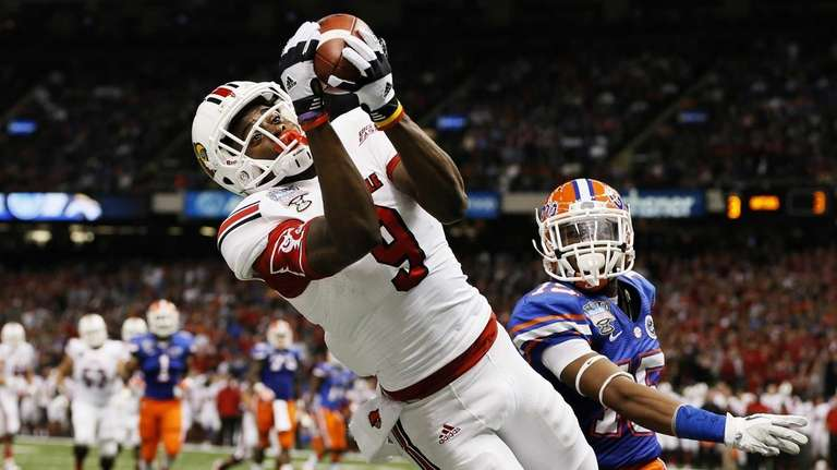 Louisville's DeVante Parker catches a second-quarter touchdown pass