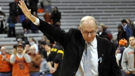 Syracuse head coach Jim Boeheim acknowledges the fans
