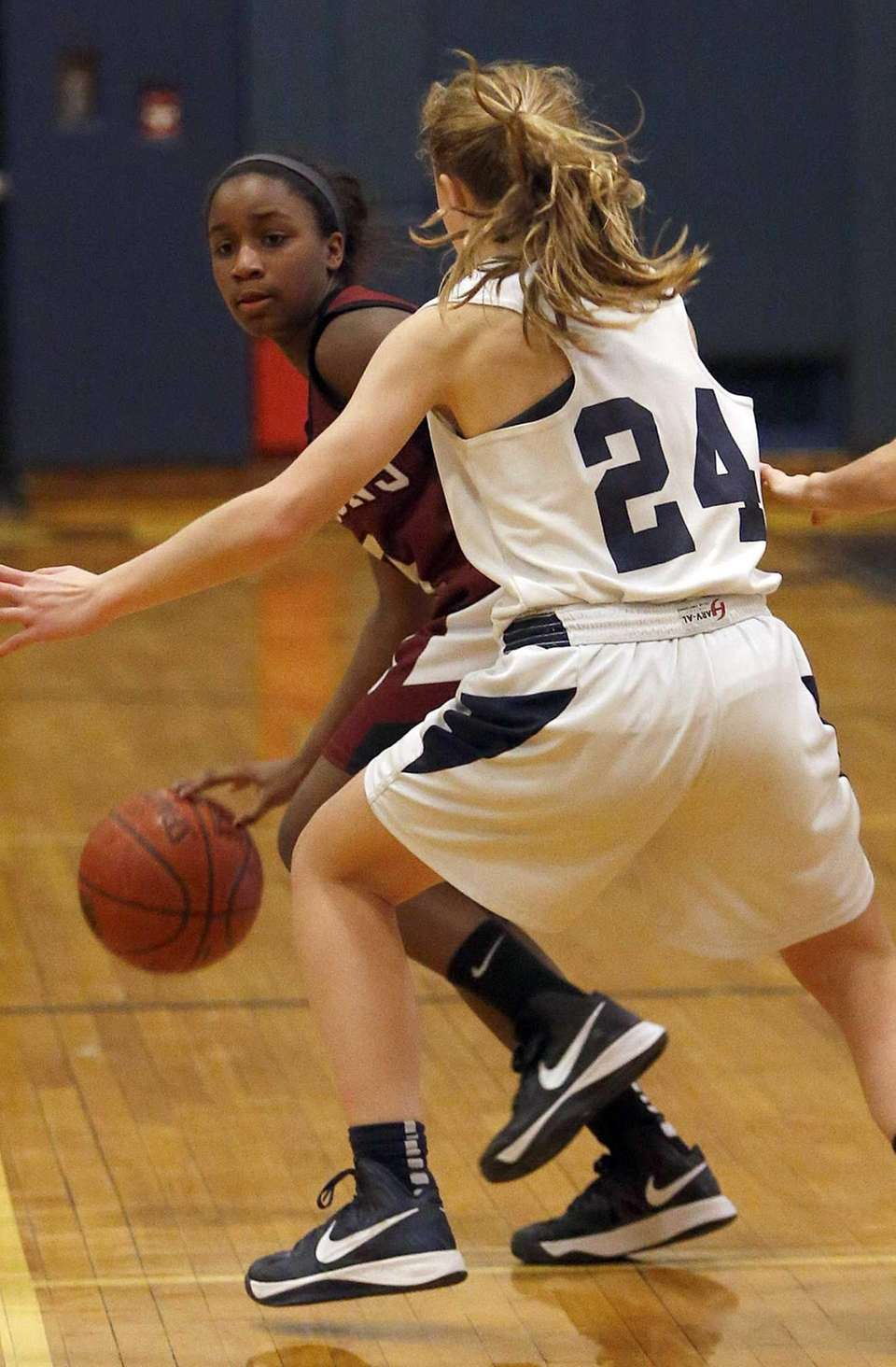 Deer Park's Gianna Locker (3) looks to dribble