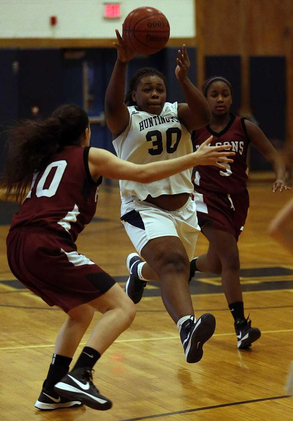 Huntington's Raynisha Witherspoon (30) pushes upcourt between Deer
