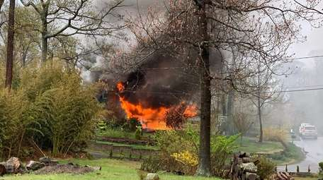 Fire rages through the Setauket home of U.S.