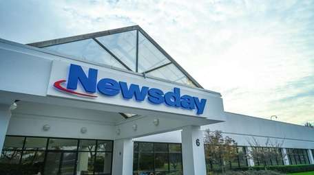 Photo of the exterior of Newsday's Melville facility
